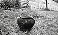 Lonec za zažiganje blagoslovljenega lesa proti nevihti (lonec običajen, svinjski), rabi ga Karel Denovnik, Spodnji Dolič 1963.jpg