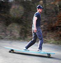 http://upload.wikimedia.org/wikipedia/commons/thumb/7/72/Longboard_skateboard.jpg/200px-Longboard_skateboard.jpg