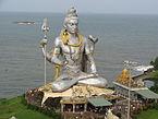 Lord Shiva Statue ĉe Murdeshwara.JPG