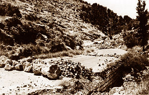 1947–48 Civil War in Mandatory Palestine - An Arab road block, at the main road to Jerusalem