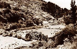 1947–48 Civil War in Mandatory Palestine - An Arab road block, at the main road to Jerusalem