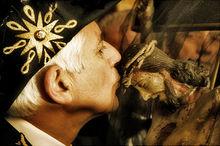 Bacio della croce nella religione cristiana