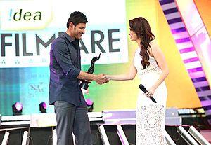 Seethamma Vakitlo Sirimalle Chettu - Mahesh receiving the Best Actor— Telugu award at the 61st Filmfare Awards South from actress Tamannaah