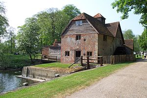 Locks and weirs on the River Thames - Mapledurham Watermill