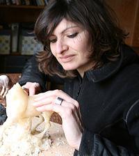 Marine Oussedik sculptant.jpg