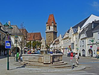 Perchtoldsdorf - Market square with Fortified Tower