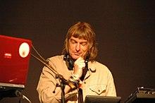Matt Black tijdens een Coldcut-optreden, 2006
