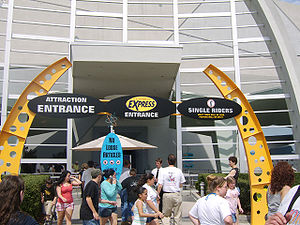 Men in Black: Alien Attack - Entrance to Men in Black: Alien Attack at Universal Studios Florida features a general queue line, a Universal Express queue, and a single rider queue
