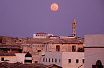 Merca minaret moonrise.jpg