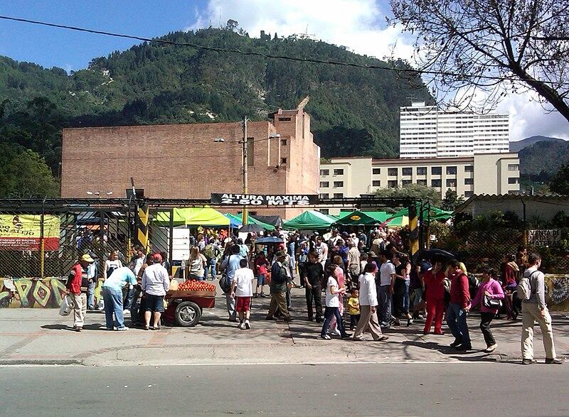 File:Mercado de Pulgas San Alejo.jpg