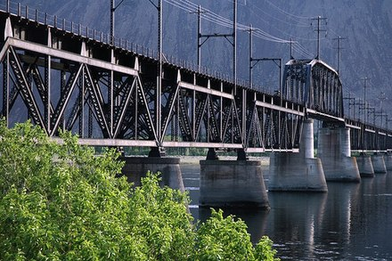 Beverly Railroad Bridge, in Kittitas County Milwaukee Road Bridge, Beverly WA.jpg