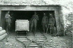 Qaarsut - The Qaarsuarsuit coal mine in 1907