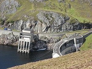 Affric-Beauly hydro-electric power scheme - Image: Monar dam and intake (Richard Webb)