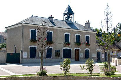 How to get to Montigny Sur Loing with public transit - About the place