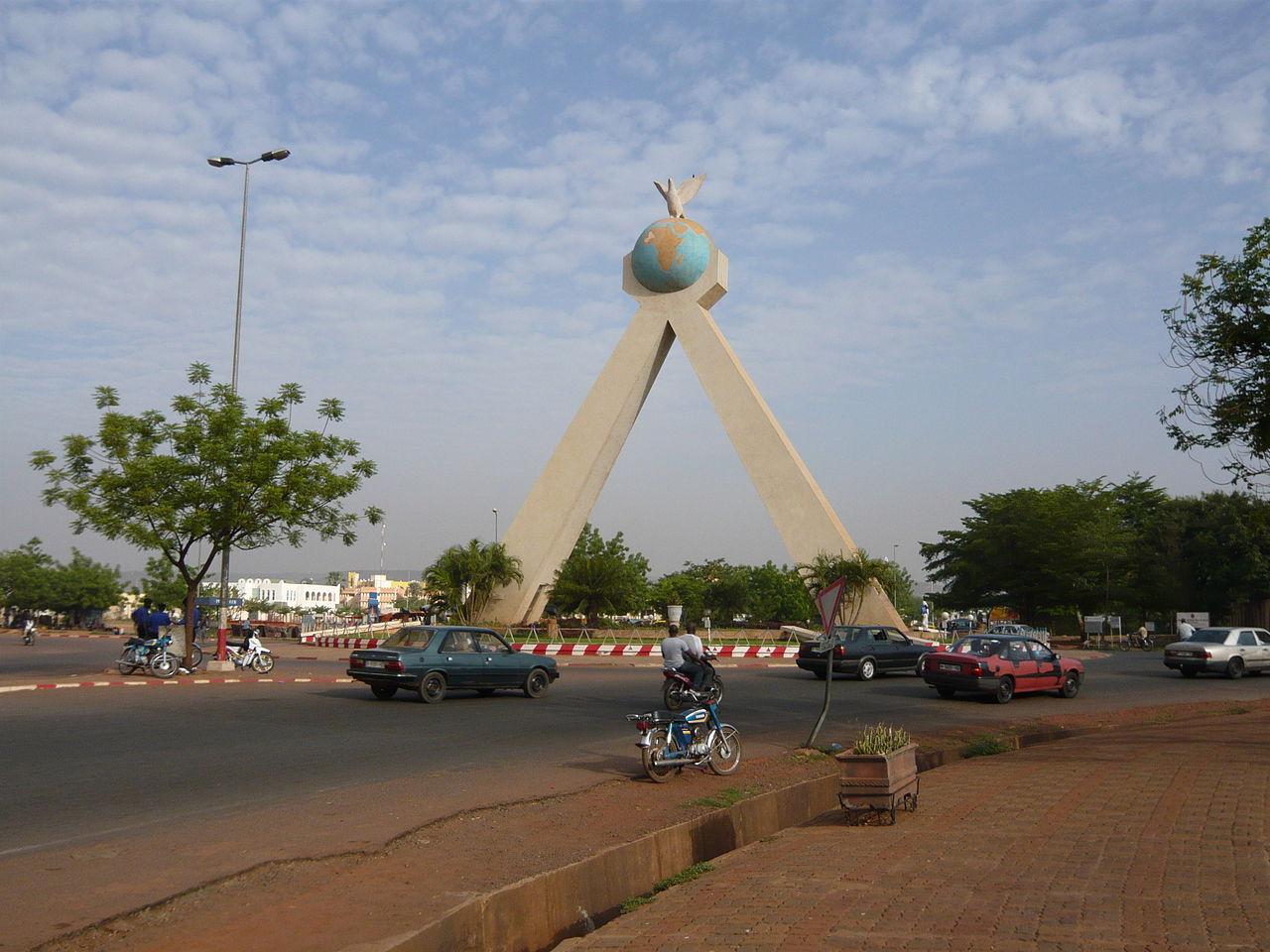 Anschlag auf das Radisson Blu Hotel in Bamako, Mali 1280px-Monument_de_la_paix_-_Bamako