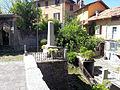 Monumento ai Caduti (Barna, Plesio), vista di fianco.jpg