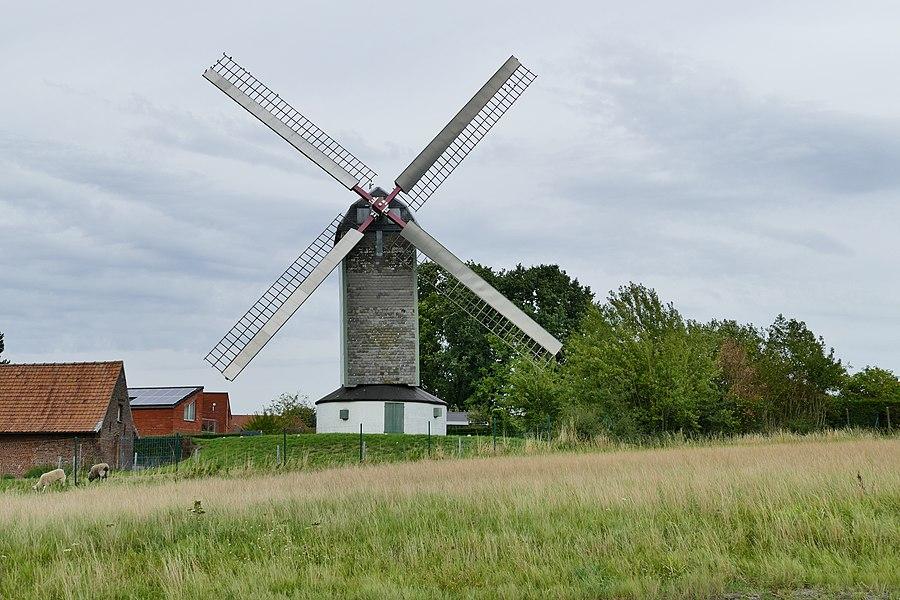 Mortiers molen in Zwevegem, de oudste van  drie molens.
