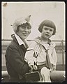 Mrs. Harry K. Thaw, Evelyn Nesbit-Thaw, & child LCCN2017648772.jpg