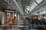 Munich Airport T1 L4 concourse.jpg