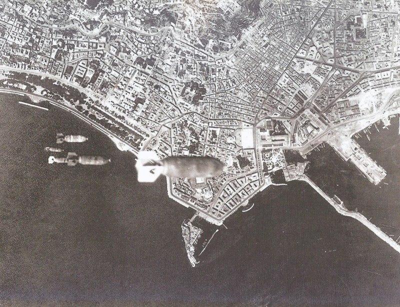 Napoli 4.8.1943, bombardamento aereo statunitense