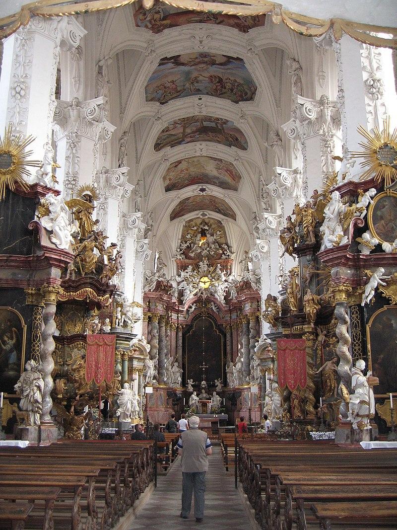 Inneres der Klosterkirche. Bild: wikimedia.org/CC BY-SA 3.0/ MyBBCoder