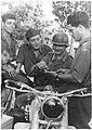 Niemiecki motocyklista częstowany papierosami przez bośniackich kolaborantów nazistowskich (2-517).jpg