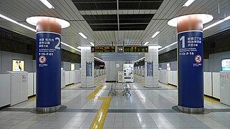 Nishi-waseda Station - Image: Nishi waseda Station platform 2009 2