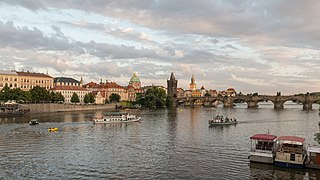 North view of Charles Bridge from Mánesův most, Prague 20160808 1.jpg