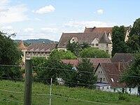 Obersontheim, Blick Richtung E auf die NW-Fassade des Schlosses mit Friedrichsbau.JPG