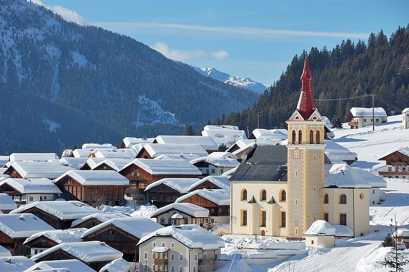 File:Obertilliach Pfarrkirche St Ulrich 02.jpg
