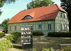 Offener Bücherschrank Elsterschloss Elsterwerda SJ Eda 1 Aug 2020 IMG 4257 b.jpg