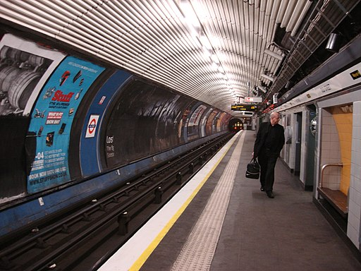 Old Street southbound Nothern line