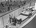 Opening Sluis in Tiel vlag in top door Koninklijke familie, Bestanddeelnr 905-1237.jpg