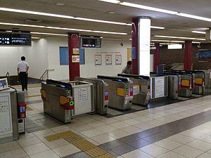 Ōsaka Uehommachi Station - Image: Osaka Uehommachi Station West gate 01