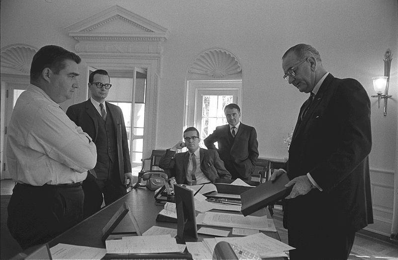 File:Oval Office LBJ in Jan. 1964.jpg