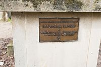 Père-Lachaise - Division 28 - Pourailly 06.jpg