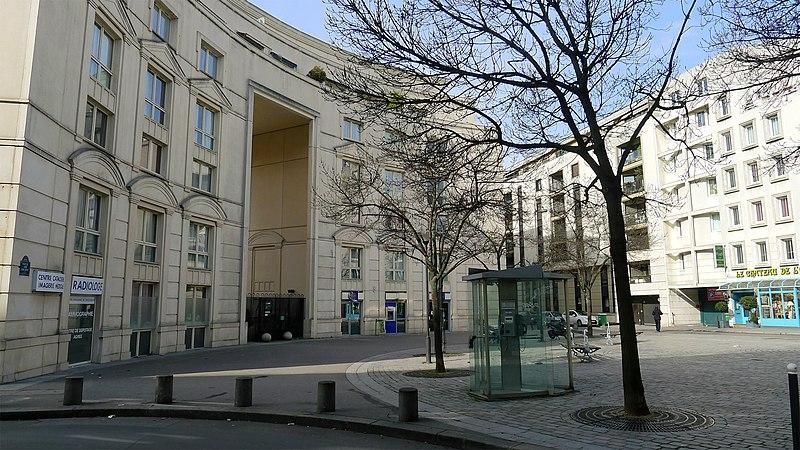 Fichier:P1170200 Paris XIV place de l'Abée-Jean-Lebeuf rwk.jpg