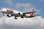 PT-MUA Boeing 777 TAM (14787173052).jpg