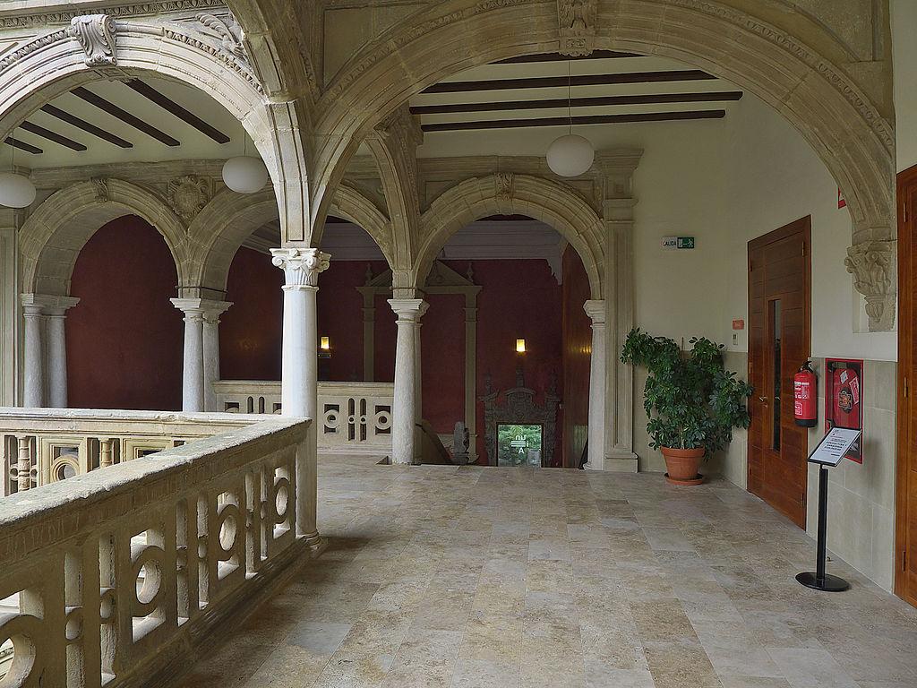 Galería Alta del Patio, al fondo acceso al jardín