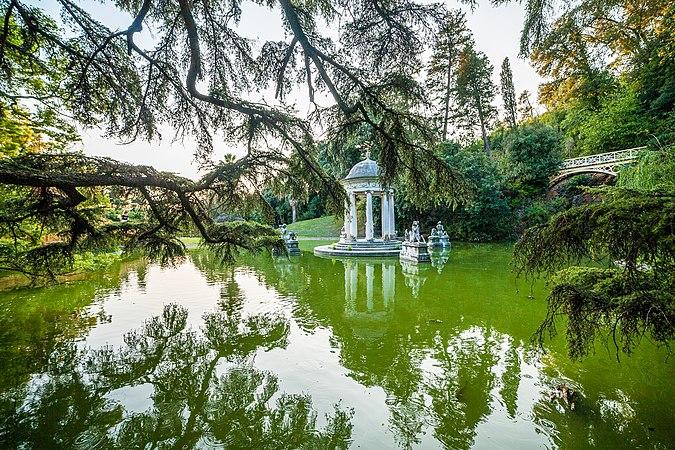 Parco e Villa Pallavicini - Tempio di Diana.jpg