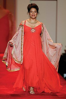 "Phylicia Rashad tijdens de 2007 Red Dress Collection voor ""The Heart Truth Foundation"""
