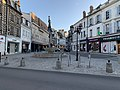Place Charles Surugue et début de la rue du Temple (Auxerre).jpg
