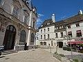 Place de la Halle, Beaune - Caisse d'Epargne Beaune la Halle and (35516946371).jpg