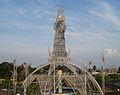Plaza El angel y Monumento Virgen de La Chinita.JPG
