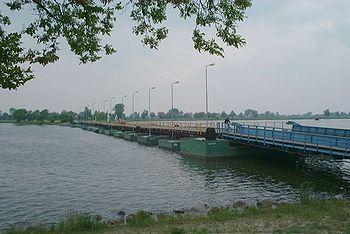 Σύγχρονη πλωτή γέφυρα