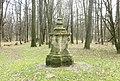 Pomník Richarda van der Schotta v zámeckém parku ve Veltrusech (Q65552997) 01.jpg