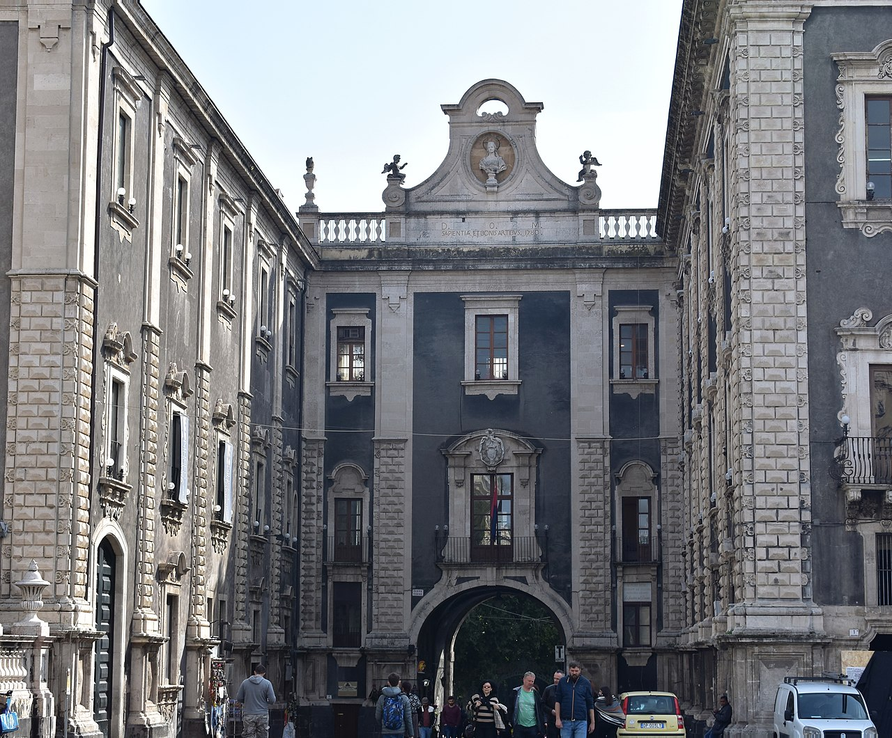 Porta Uzeda Catania.jpg