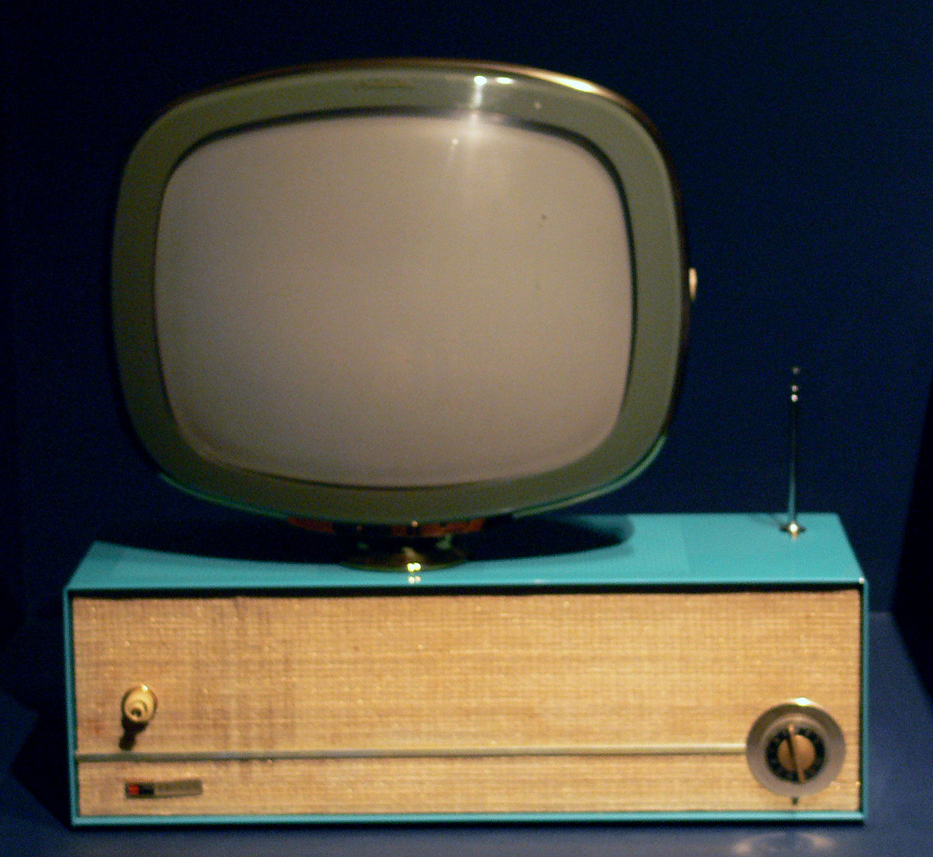 1306px-Predicta_model_television_1958-59_DMA.jpg
