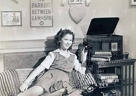 Shirley Temple in Miss Annie Rooney