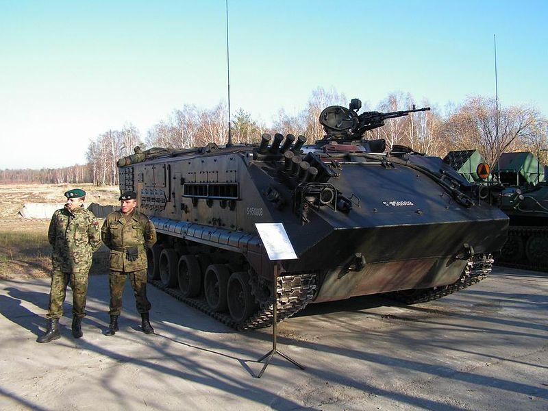 800px-Prezentacja_polskiego_uzbrojenia_i